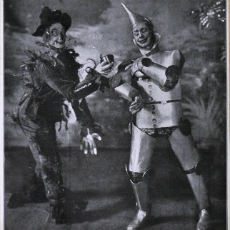 Montgomery and Stone as the Scarecrow and Tinman at the Grand Opera House, 1902.