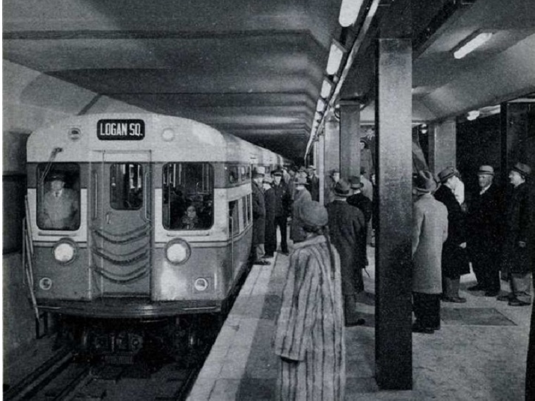 picture of subway train and people